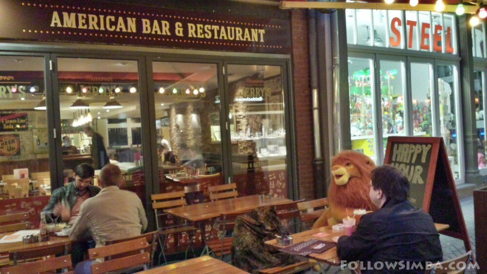 Simba goes for american food in hannover germany for Food bar 36 cafe